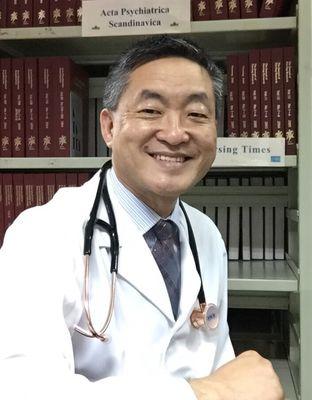 孔繁錦醫師進一步指出,現代社會多鼓勵做自己,較不會跑出另一人格,臨床上其實已很少見到有多重人格的病例