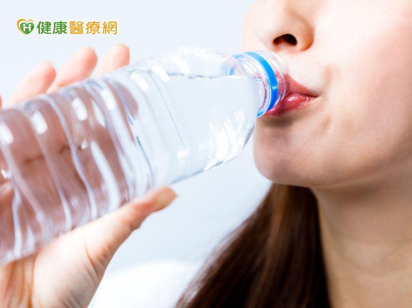 喝水防中暑! 營養師李婉萍教你如何喝水最健康!