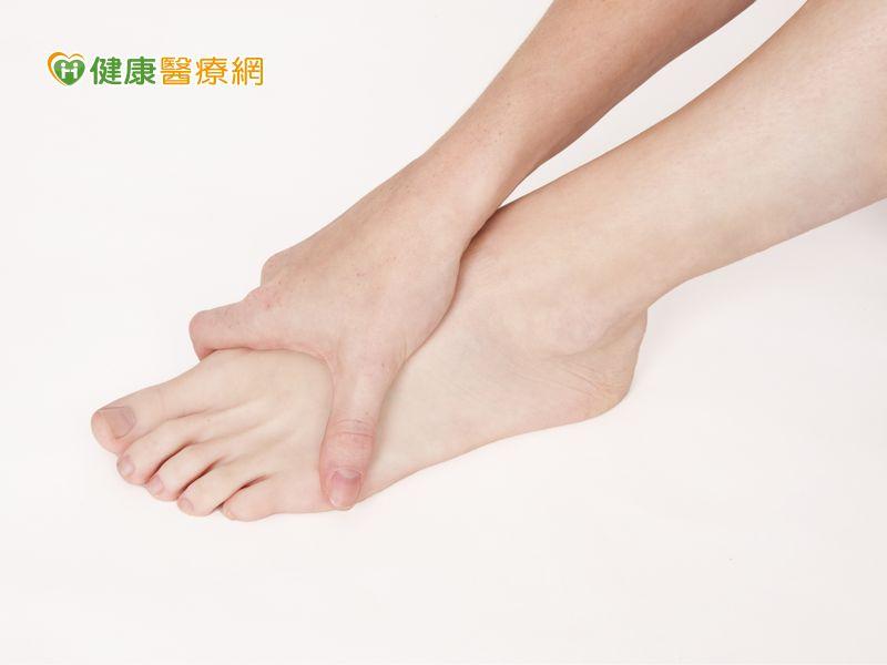 小腿突抽筋 腳趾往膝蓋扳緩痛自救