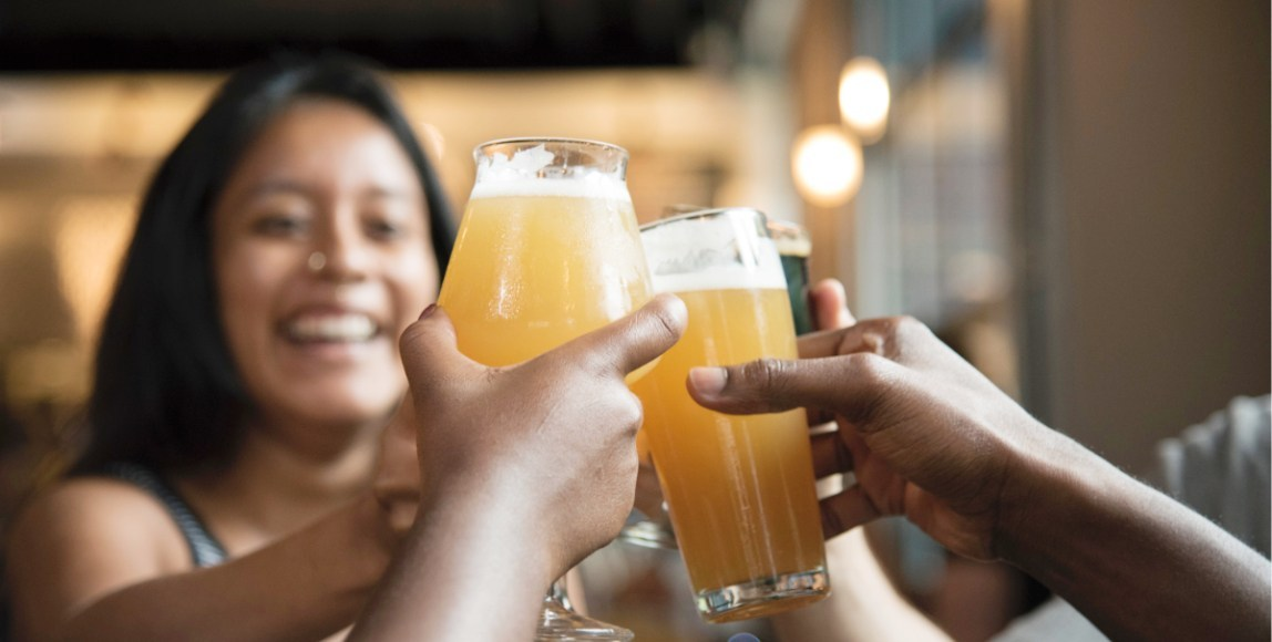 酒精是無形的社交催化劑!醫師強調:「別忽略酒癮所帶來的健康威脅」