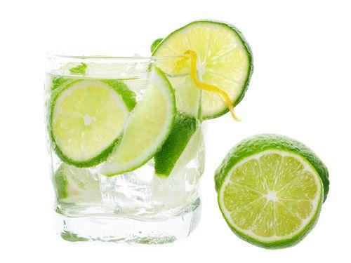 喝檸檬水美白皮膚? 小心牙齒缺角