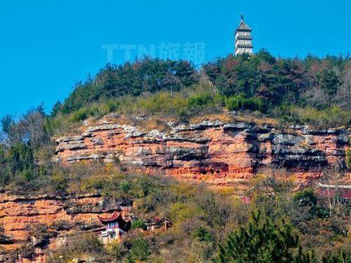 龙穿峡景区    位於天台县西北部的白鹤镇.