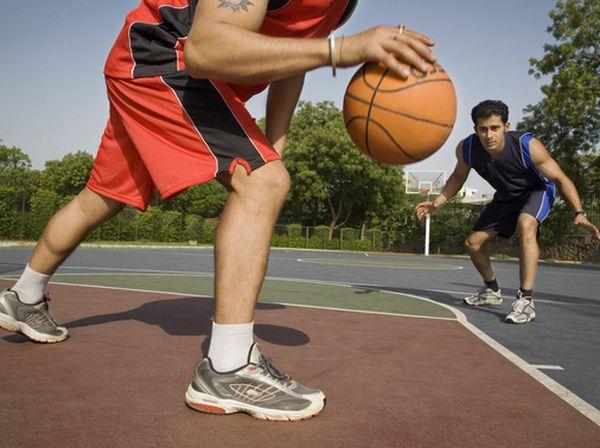 打籃球「吃蘿蔔乾」 手指頭竟骨折
