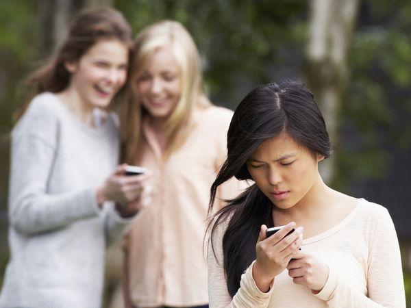 遭同學排擠 受到霸凌該怎麼辦?