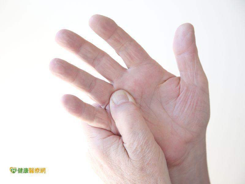 手指出現退化性關節炎  熱敷可緩解疼痛