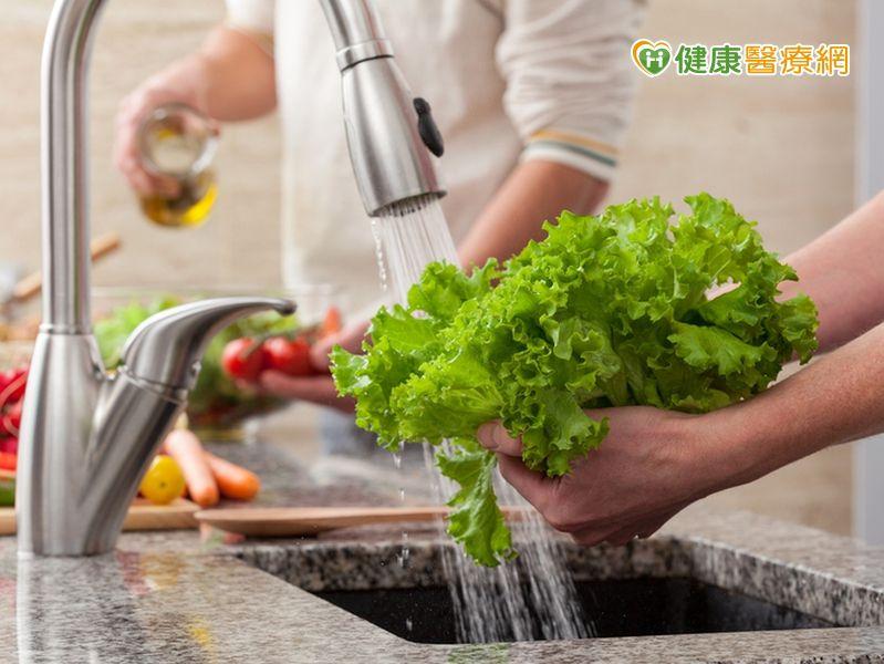 蔬果需要用洗滌劑嗎? 營養師:活水沖洗最乾淨