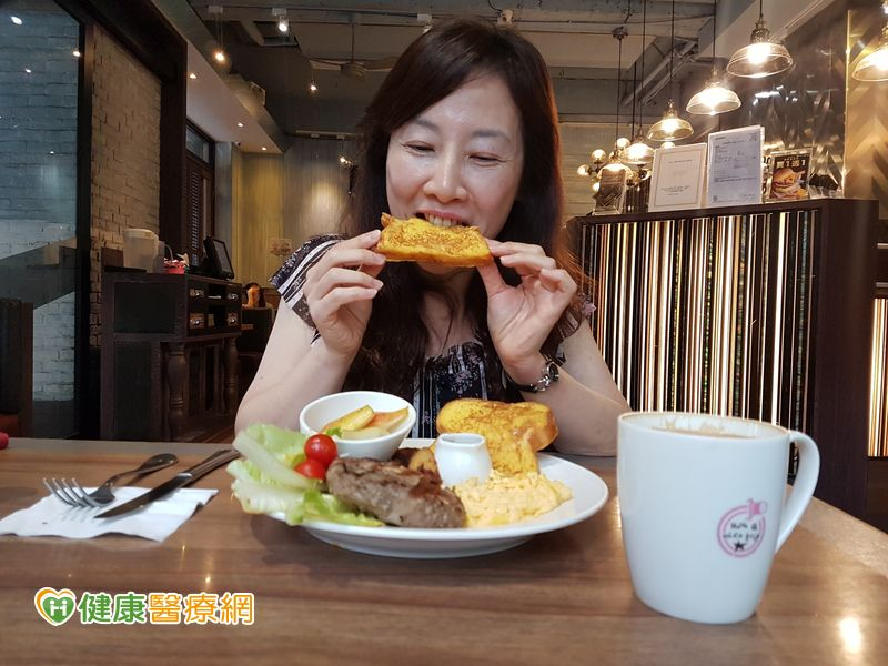 學會「正念飲食」 51歲護理長3個月腰瘦11公分