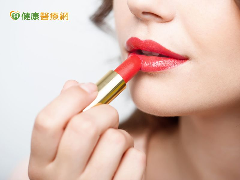 你敢塗不掉色口紅嗎? 這樣用才安全