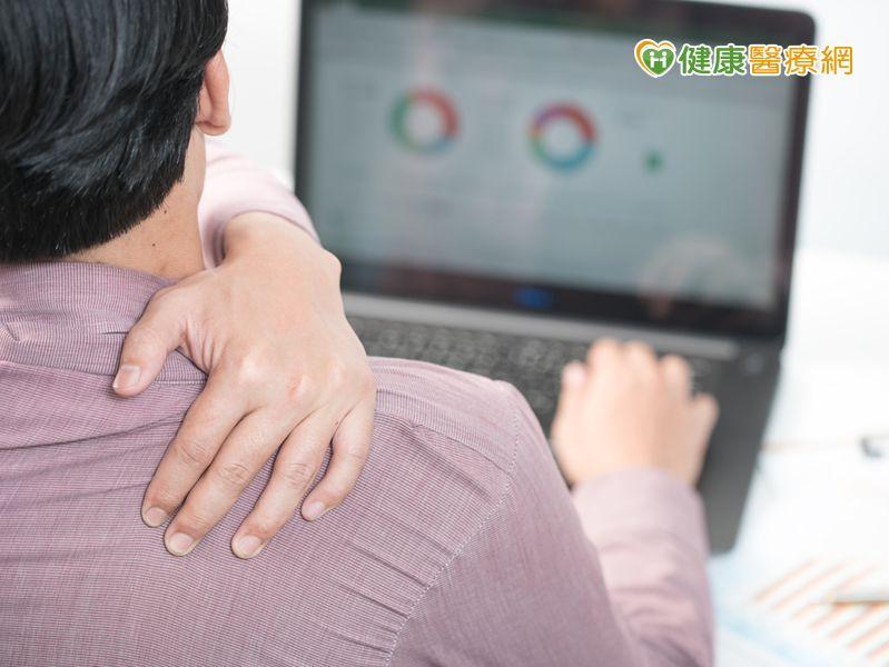錯誤坐姿肩頸痛 上交叉症候群惹禍