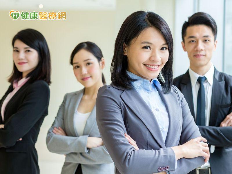 新鮮人面試找工作 別讓隱形眼鏡影響表現