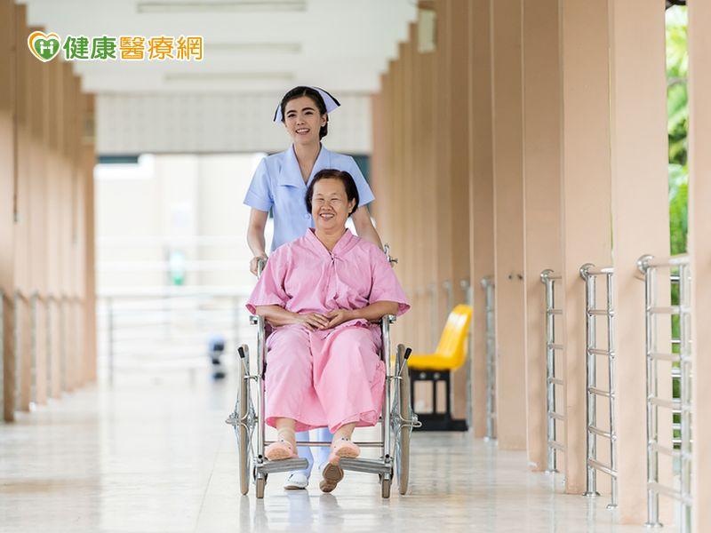 高齡病患增多 醫院發展長照成趨勢