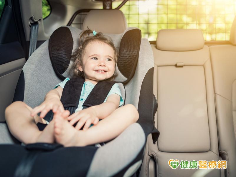 別讓孩子坐前座!  10歲童車禍遭安全氣囊撞擊險瞎