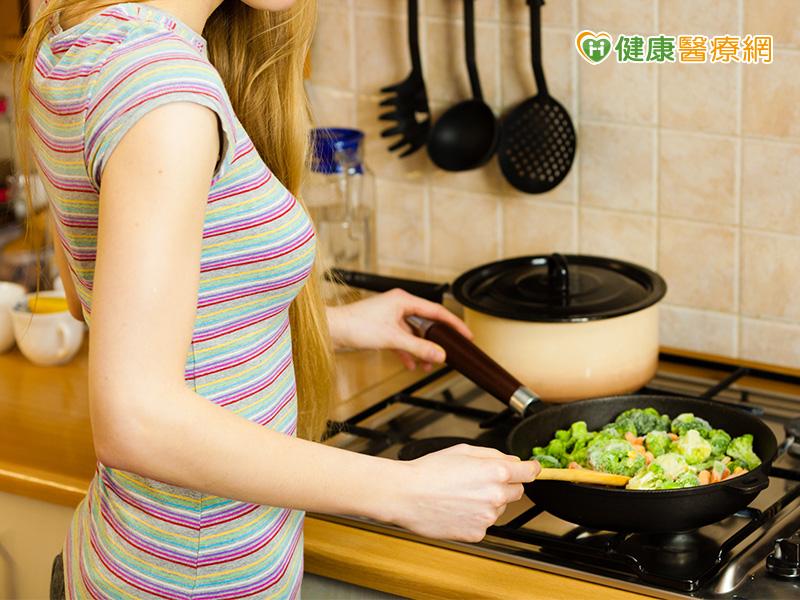 青菜用水炒 營養流失少