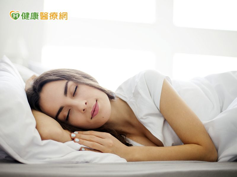 睡前做3分鐘 全身放鬆助入眠