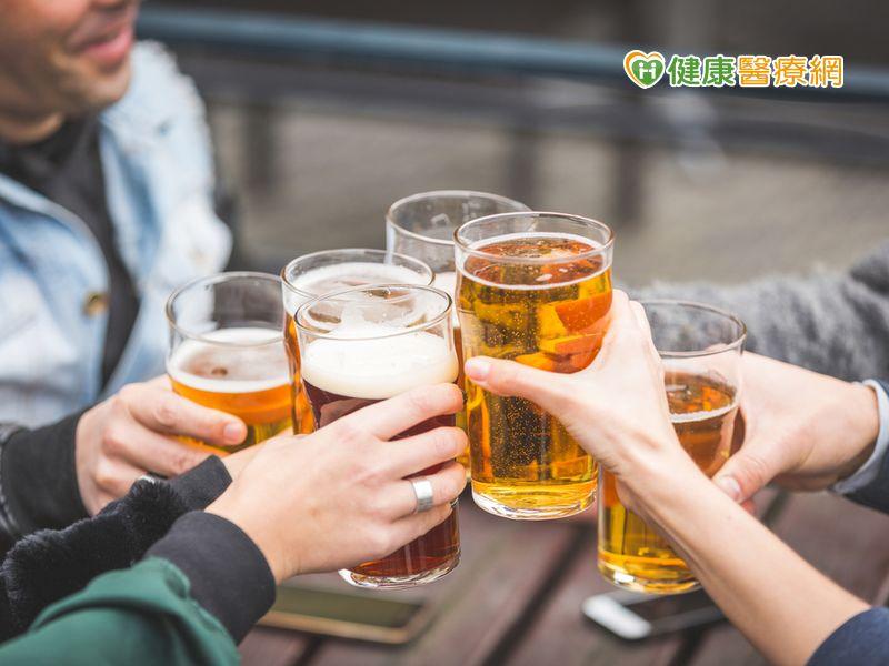 想藉喝酒排結石? 當心愈喝愈嚴重