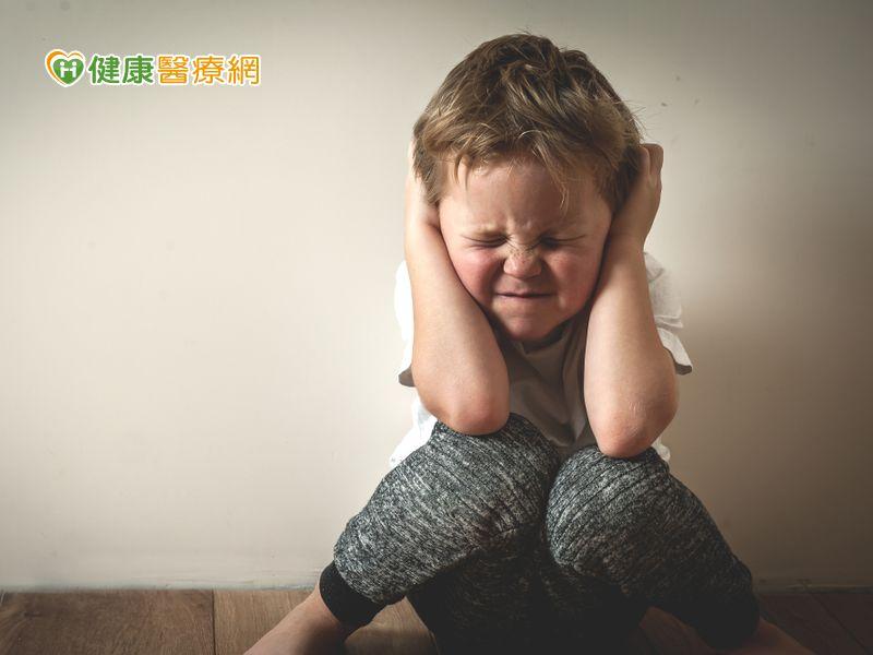 孩子常不安易失眠 家長關愛比吃藥更重要