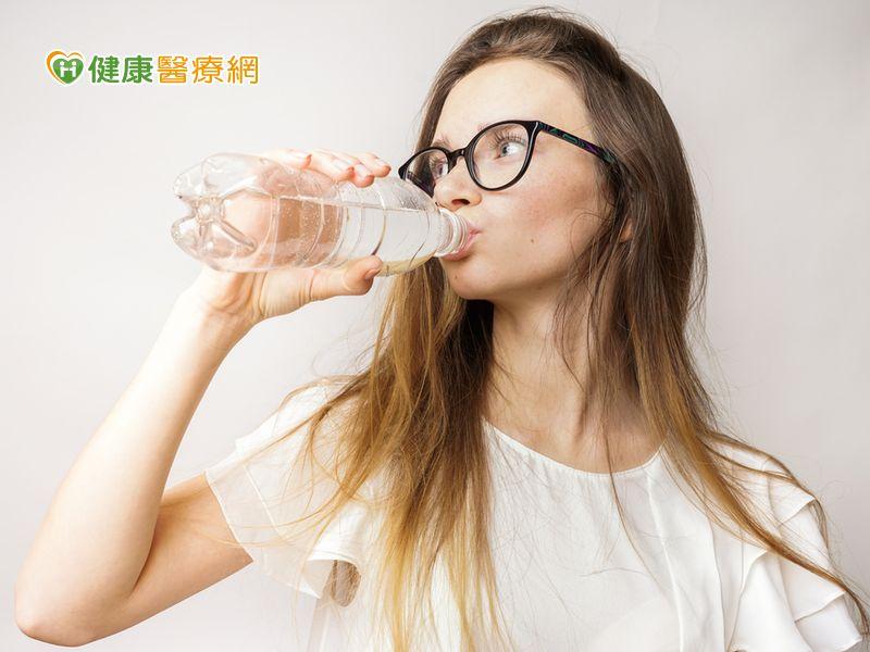 喝氣泡水減重? 專家:喝水最實際