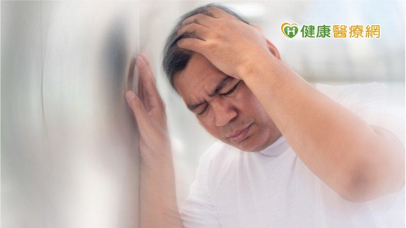 頭暈無力是中風前兆? 當心「頸動脈阻塞」惹禍