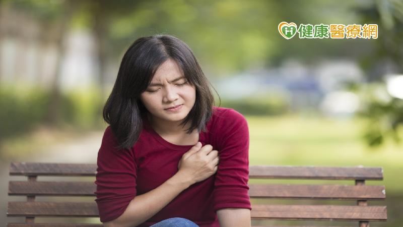 劇烈胸痛別小看 氣胸恐引發休克