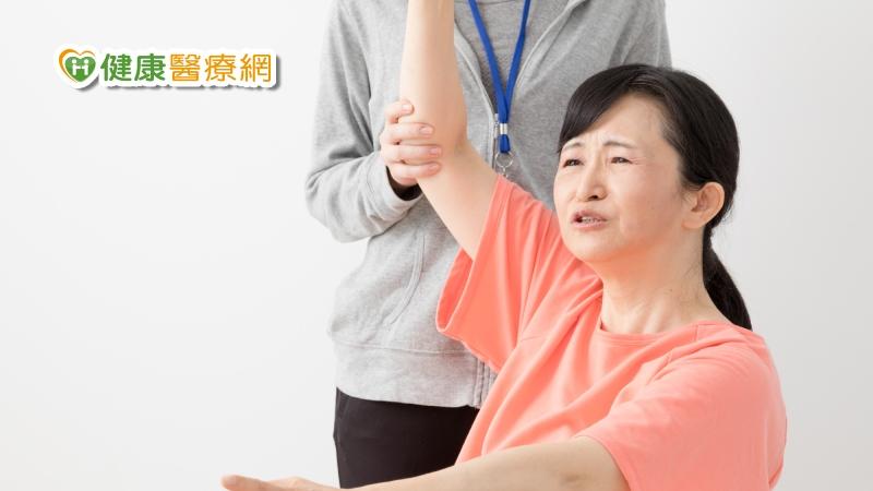 50歲後可能面對的毛病 肩膀關節卡卡舉不起來
