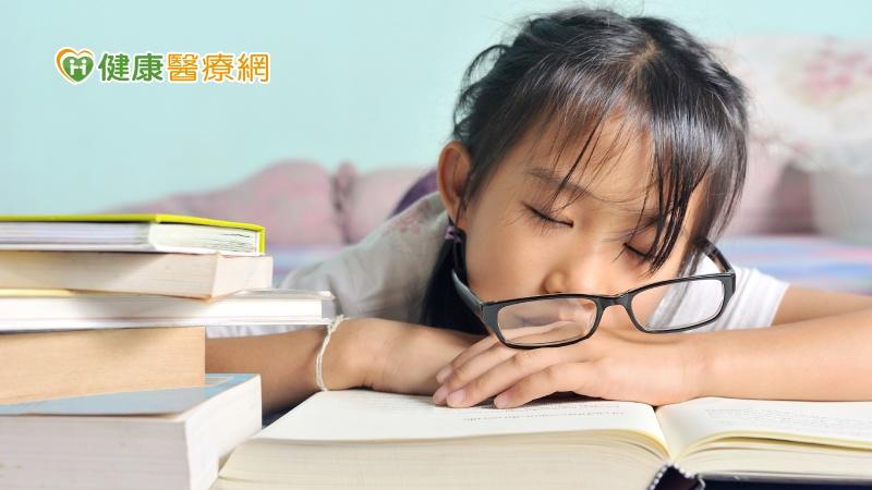 寒假用眼無節制 孩子度數失控增百度