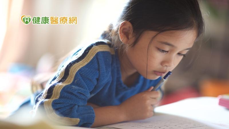 害羞兒童不受歡迎? 父母陪伴溝通助改善