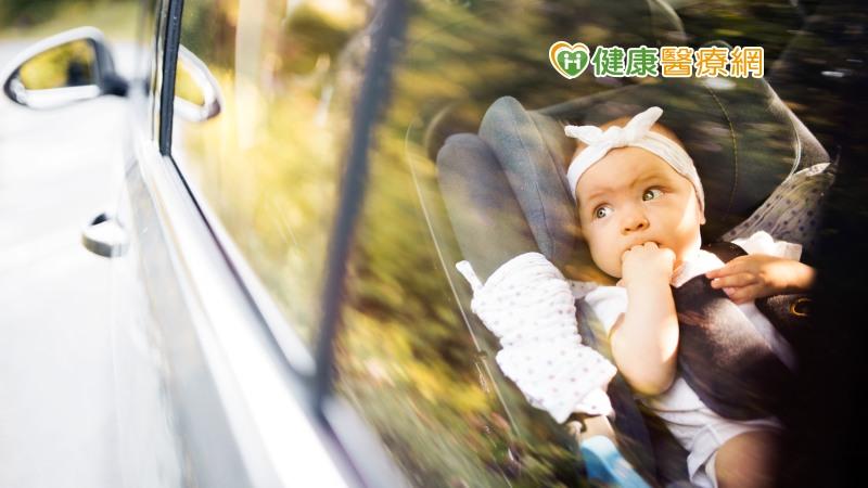 孩子留在車中10 分鐘OK嗎? 天氣悶熱小心車內死亡