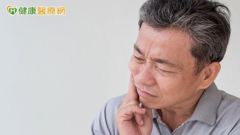 喝水不自主從嘴角流出是顏面神經麻痺? 當心罕見「下頷腺癌」