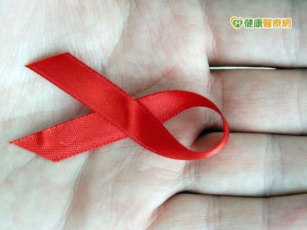 男大生染愛滋 竟遭學校記過退學