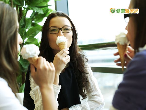 不是只有吃甜食才蛀牙 3招教您清光牙菌斑
