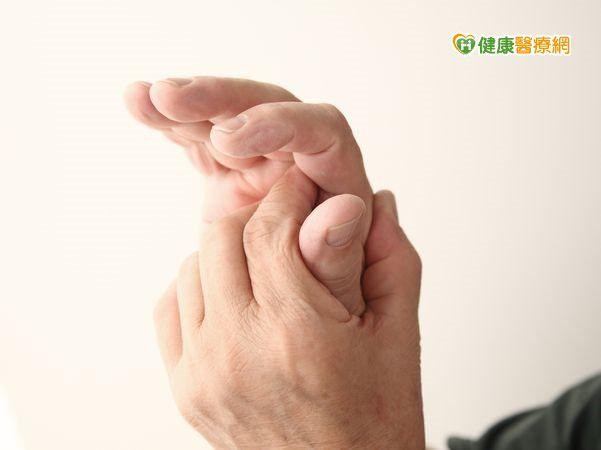 手指疼痛伴怪聲 原是板機指作祟