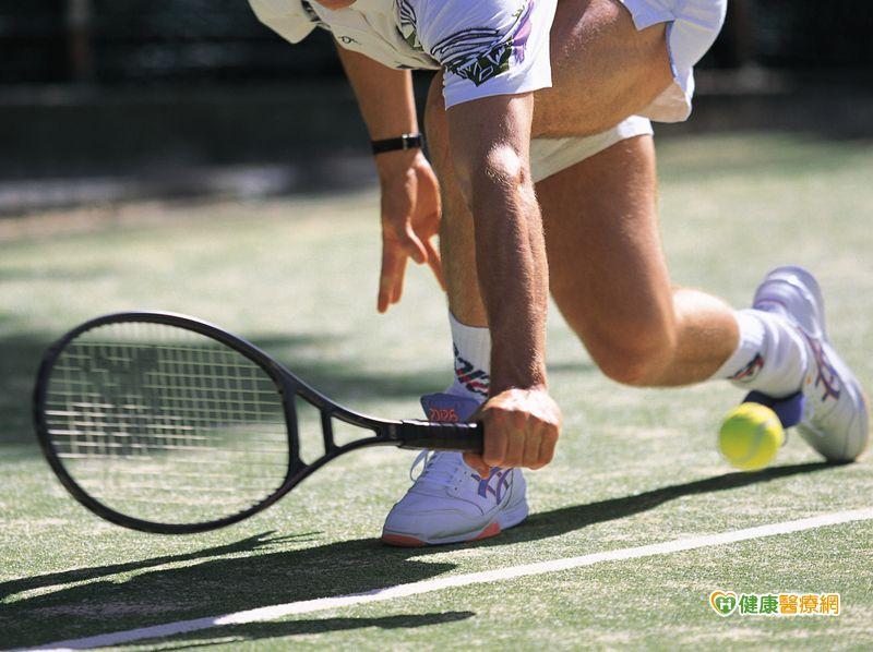 網球名將費德勒膝蓋受傷 要休息這麼久嗎?
