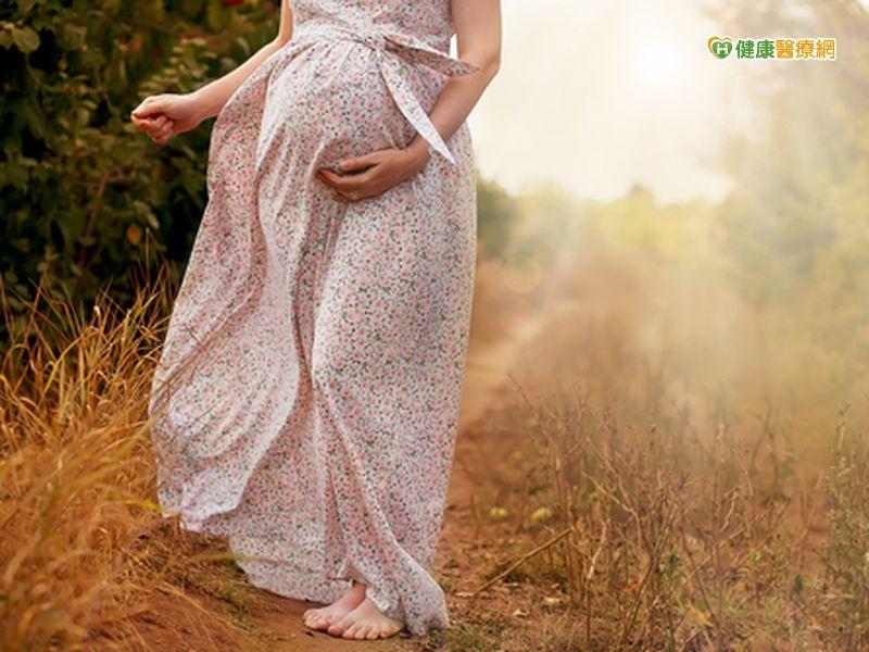 孕期腳好腫? 這樣挑鞋讓孕媽咪漫步在雲端