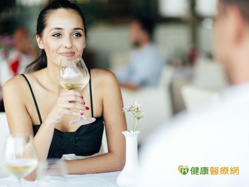 喝白葡萄酒 可能增加皮膚癌風險?