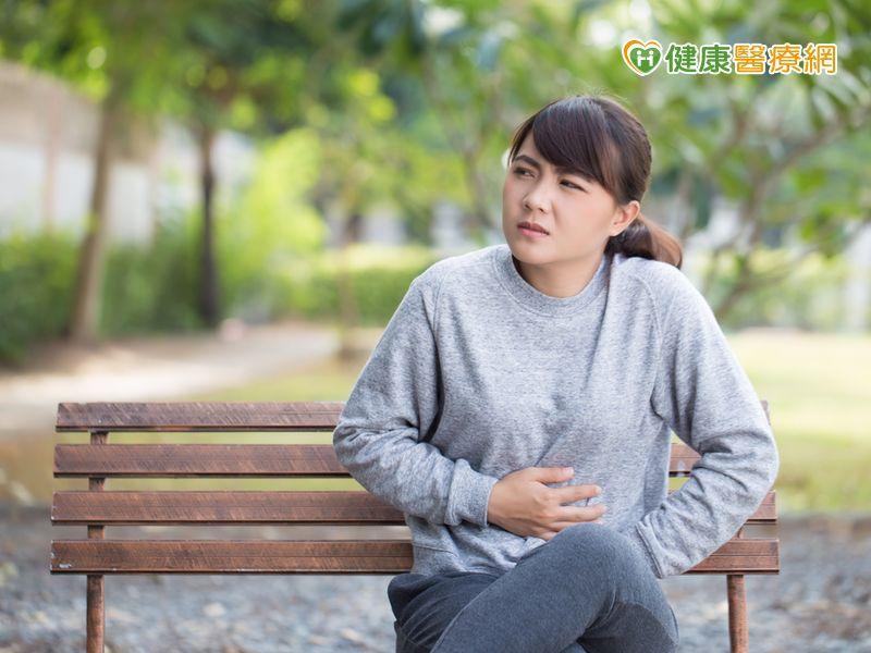 常常腹痛 要做胃鏡還是腹部超音波?
