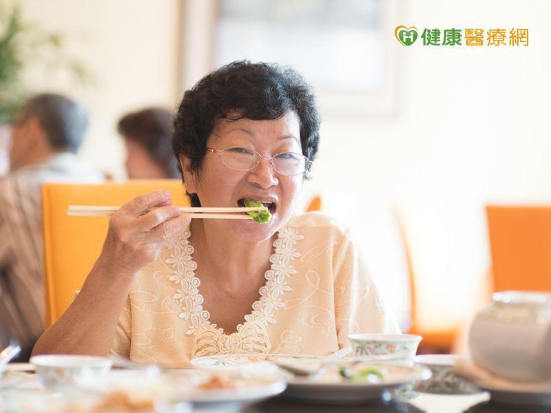 進食順序:菜-->肉-->飯 更容易控制血糖