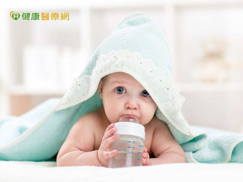 小baby可以喝水嗎? 營養師:吃副食品時再開始