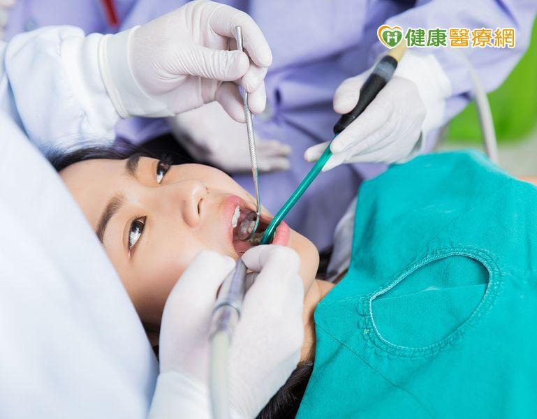 洗牙讓牙縫變大、琺瑯質變薄? 醫:錯誤迷思