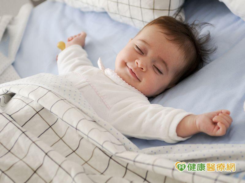 3年奪百命! 嬰兒趴睡易猝死、側睡也危險